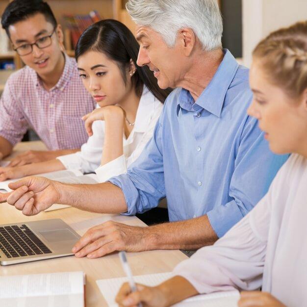 Comunicação por SMS para empresas de treinamento