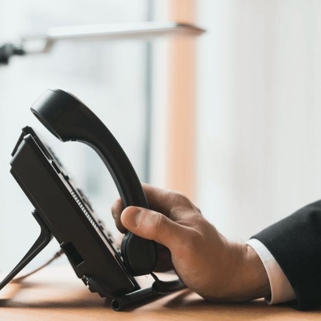 Ainda vale a pena usar telefone fixo na minha empresa?